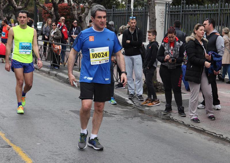 mar9 Ημιμαραθώνιος Αθήνας: Στο τρέξιμο πολιτικοί, γονείς, αθλητές και χιλιάδες κόσμου [εικόνες]
