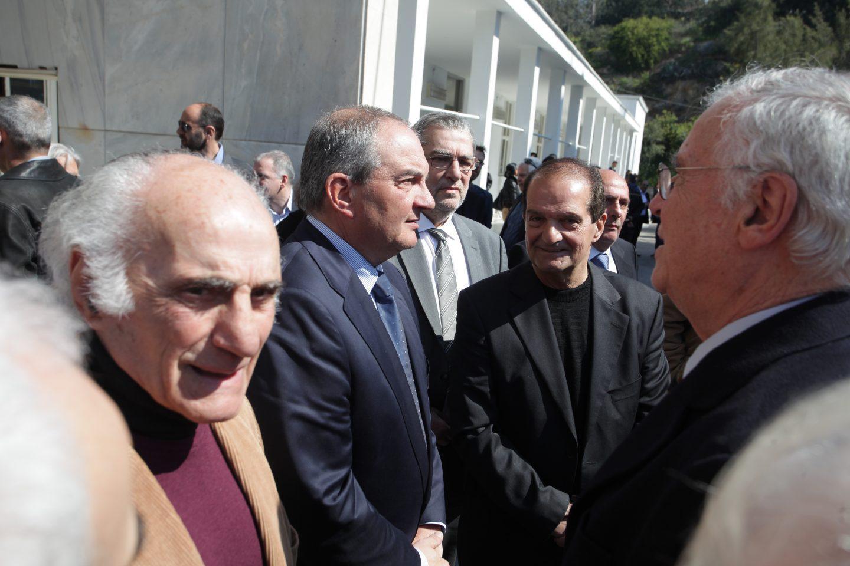 nikolaidis2 Πλήθος κόσμου και βαθιά συγκίνηση στην κηδεία του Θόδωρου Νικολαίδη  [εικόνες]