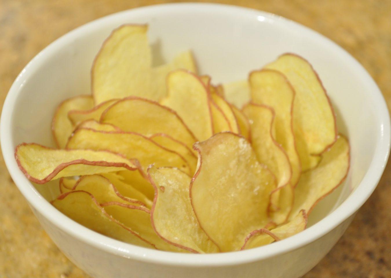 Προσοχή στο αλάτι: Τι ισχύει για πατατάκια, πίτες και γλυκά