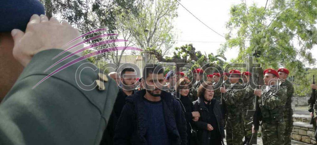kideia2 Σπαραγμός στις κηδείες των στελεχών των Ενόπλων Δυνάμεων που σκοτώθηκαν με το μοιραίο Χιούι