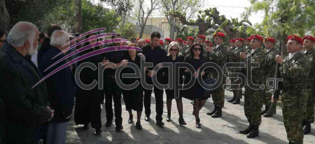 kideia4 Σπαραγμός στις κηδείες των στελεχών των Ενόπλων Δυνάμεων που σκοτώθηκαν με το μοιραίο Χιούι