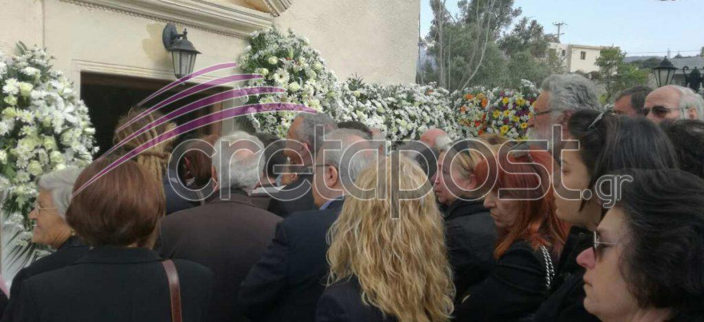 kideia5 Σπαραγμός στις κηδείες των στελεχών των Ενόπλων Δυνάμεων που σκοτώθηκαν με το μοιραίο Χιούι