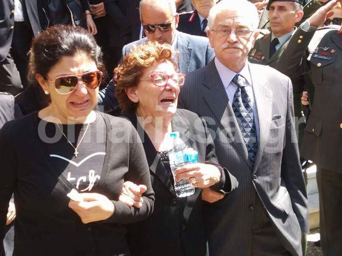 kk_2 Θρήνος στην κηδεία του κυβερνήτη του μοιραίου ελικοπτέρου [εικόνες & βίντεο]