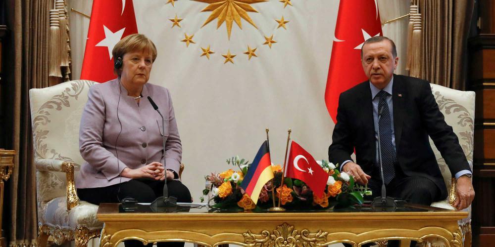 DW: Νέα συμφωνία για μεταναστευτικό θέλει ο Ερντογάν