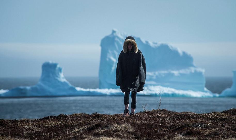 pagovouno4-1 Παγόβουνο-γίγας «ταξιδεύει» στις ακτές του Καναδά [εικόνες & βίντεο]
