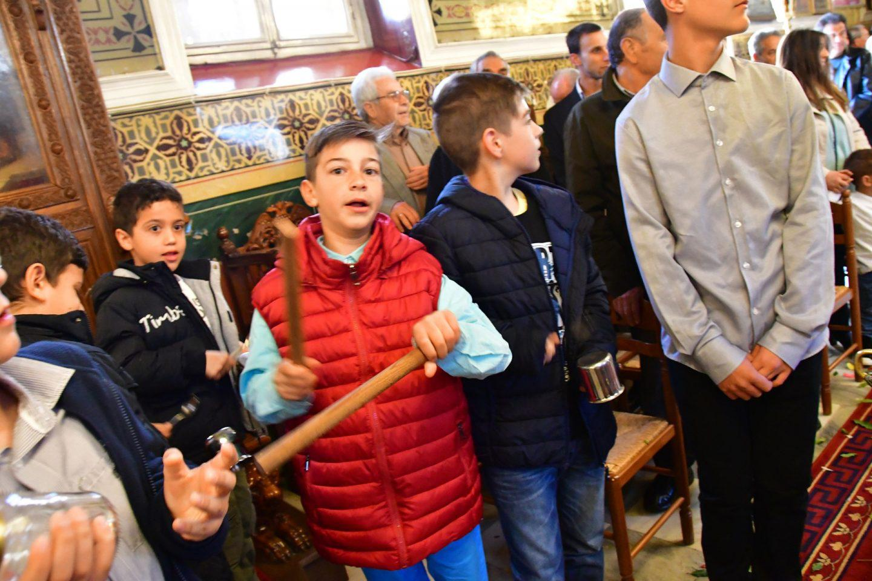 pasxa2 Με σφυριά, κατσαρόλες και κουτάλια η Πρώτη Ανάσταση στο Ναύπλιο [βίντεο]