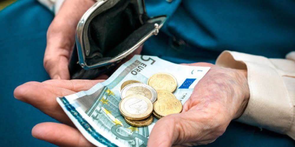 Από Δεκέμβριο ΕΚΑΣ στα 12 ευρώ - Η απόλυτη κοροϊδία σε βάρος 229.000 δικαιούχων!