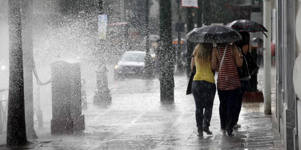 Καιρός: Η κακοκαιρία «χτυπά» την Αττική - Καταιγίδα τώρα στην Αθήνα
