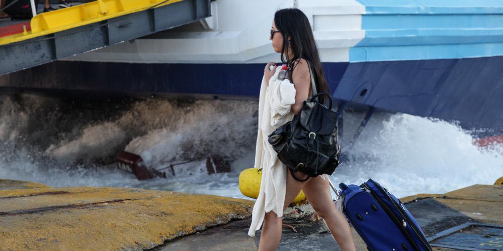Μαζική φυγή από την… καυτή Αθήνα: Το αδιαχώρητο σε λιμάνια και εθνικές οδούς