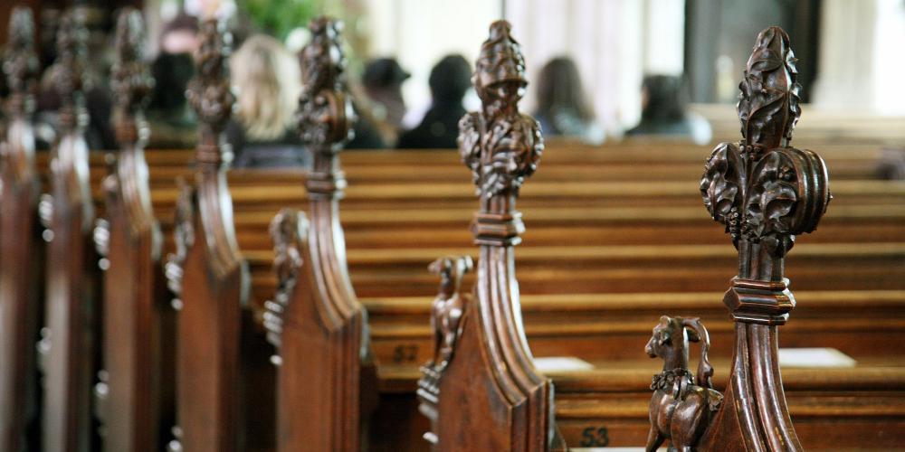 Απίστευτο: Καταγγελία στο 1142 για κάπνισμα σε εκκλησία στην Κρήτη!