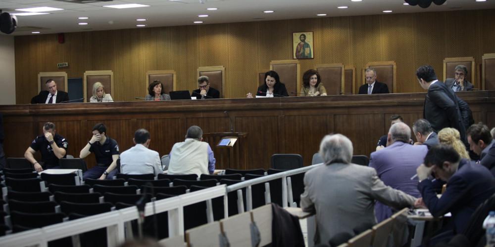 Δίκη Χρυσής Αυγής: Επεισόδιο έξω από την αίθουσα μετά την απολογία Πατέλη