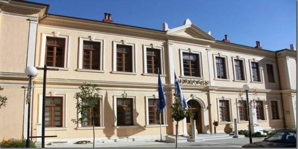 Σοκ σε δημοτικό συμβούλιο: Πρώην δήμαρχος απείλησε να κόψει τις φλέβες του