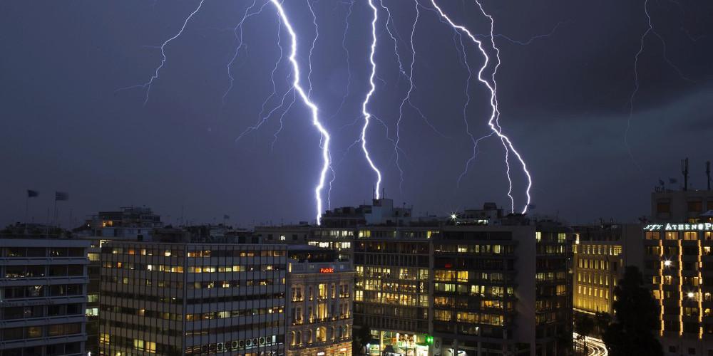 Καιρός: «Άνοιξαν» οι ουρανοί σε Πελοπόννησο και Αρκαδία – 1.600 κεραυνοί μέσα σε λίγες ώρες – Σφοδρή καταιγίδα στη Θεσσαλονίκη