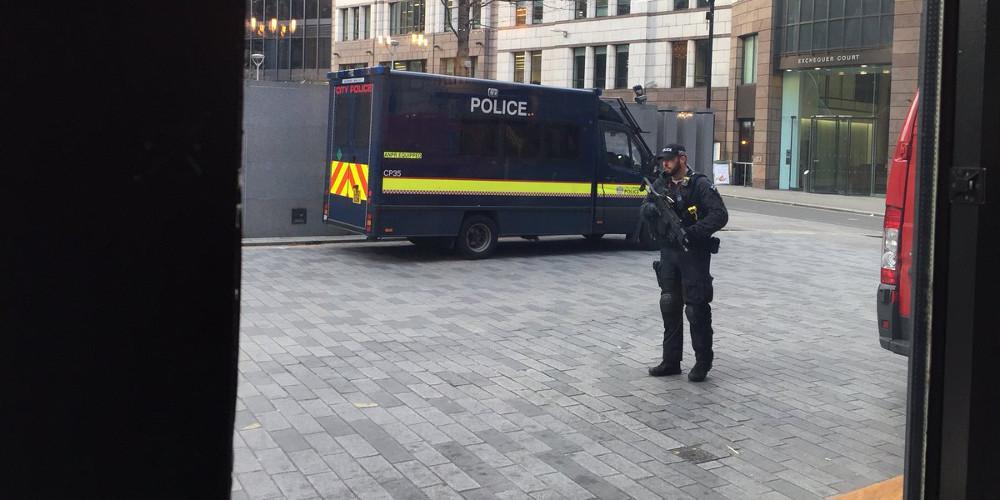 Εκτακτο: Συναγερμός στην Oxford Street του Λονδίνου - Πολίτες τρέχουν πανικόβλητοι