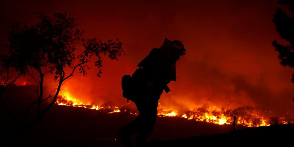 Συνεχίζεται το δράμα στην Καλιφόρνια: 7.000 άνθρωποι άφησαν τα σπίτια τους από την πυρκαγιά