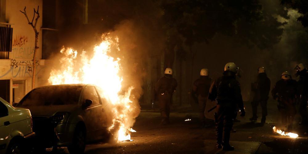 Φωτιά σε διαμέρισμα στην Τοσίτσα μετά από μολότοφ [βίντεο]