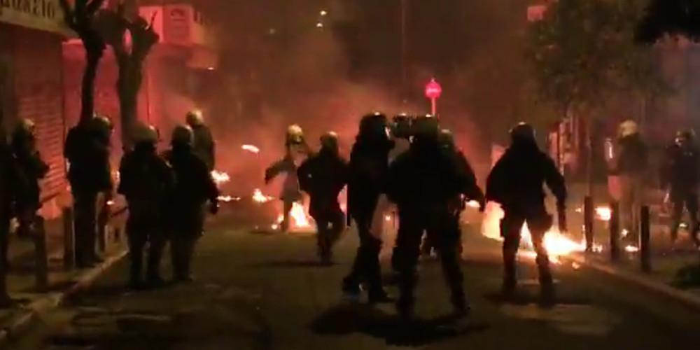 Επεισόδια στα Εξάρχεια μετά την πορεία Γρηγορόπουλου [εικόνες & βίντεο]