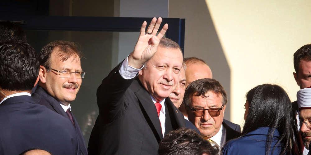 Κάνει πλάκα ο Ερντογάν με τα Ιμια: Θα μας βάλετε σε μπελάδες