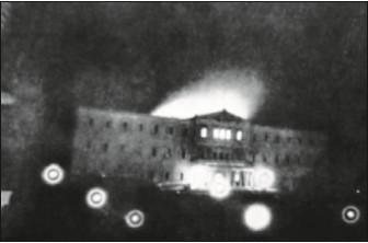 Φωτογραφία της εποχής δείχνει το σημερινό κτίριο της Βουλής να φλέγεται τα Χριστούγεννα του 1909.