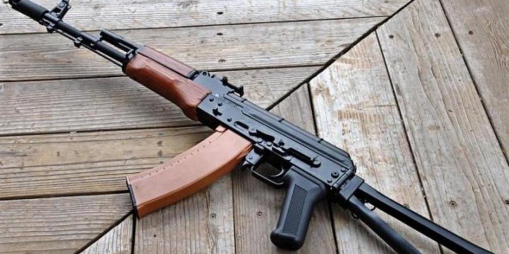 «Μίλησε» η βαλλιστική: Στην «Επαναστατική Αυτοάμυνα» ανήκει το καλάσνικοφ που βρήκε η ΕΛ.ΑΣ. στις εφόδους