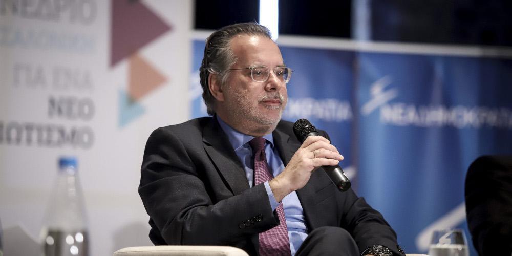 Κουμουτσάκος: Η κυβέρνηση κάνει πολιτική πράξη τη θεωρία του χάους