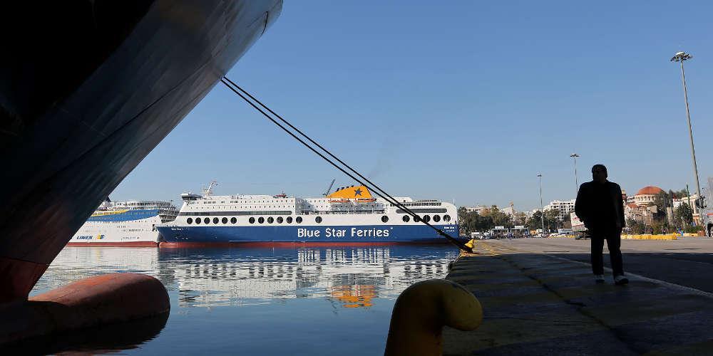 Δεμένα στα λιμάνια τα πλοία την Τετάρτη λόγω απεργίας της ΠΝΟ