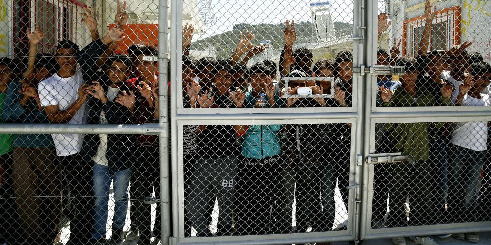 Εκκληση της Διεθνούς Αμνηστίας για μεταφορά των προσφύγων στην ηπειρωτική Ελλάδα