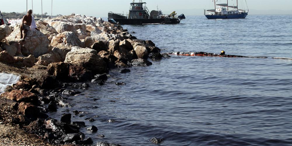 Ναυάγιο «Αγια Ζώνη»: Ξέπλυναν... και τις ευθύνες για την πετρελαιοκηλίδα στον Σαρωνικό