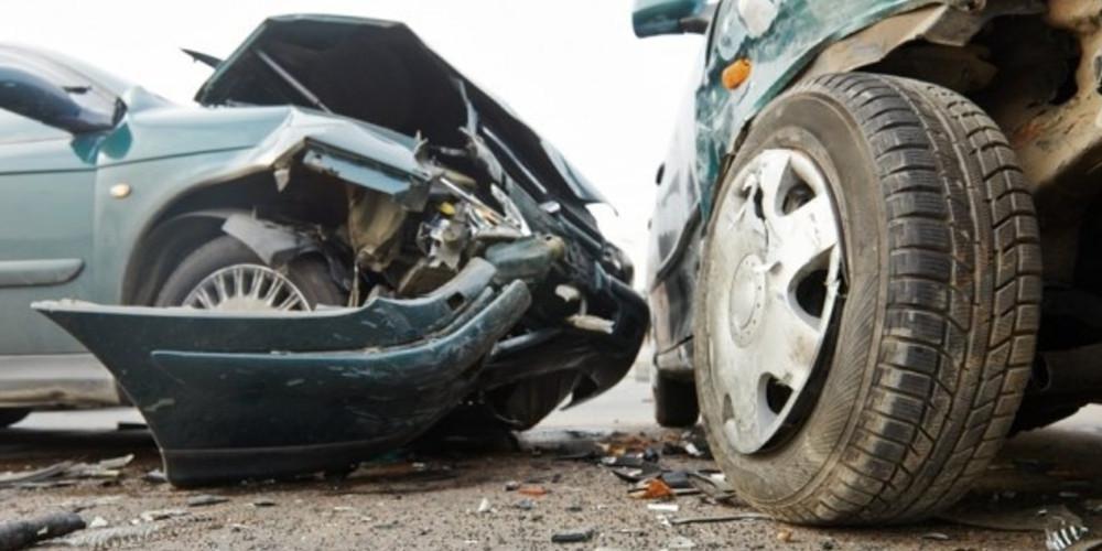 Σοβαρό τροχαίο στη Λεωφόρο Μαραθώνος - Απεγκλωβίστηκαν δύο άνθρωποι
