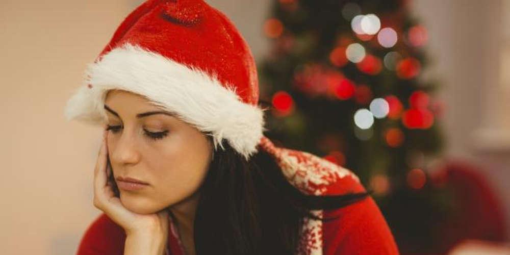Ψυχολόγος απαντά γιατί μελαγχολούμε τα Χριστούγεννα