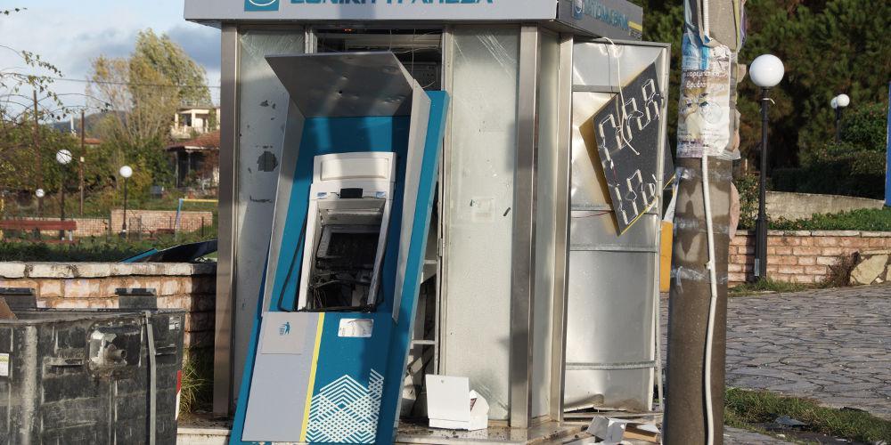 Νέα χτυπήματα σε ΑΤΜ σε Γλυφάδα και Μενίδι – Σαρώνουν οι σπείρες την Αθήνα