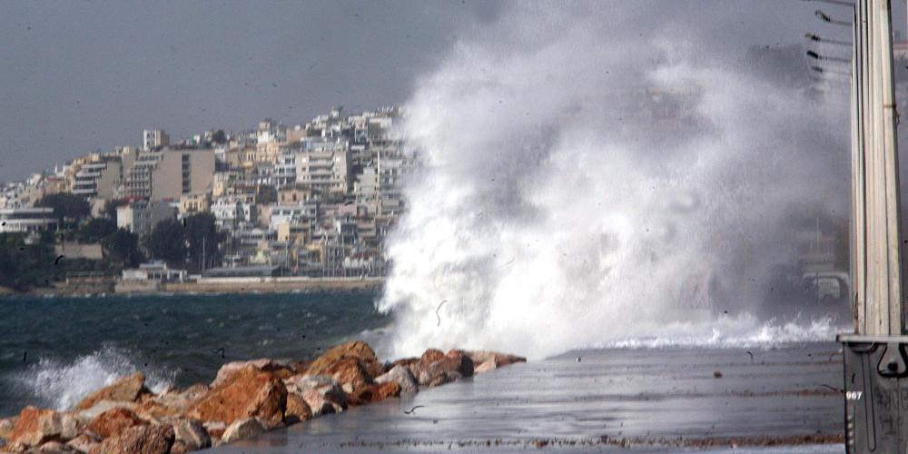 Πρόγνωση καιρού: Ισχυροί άνεμοι έως 7 μποφόρ στην Αττική και υψηλός κίνδυνος πυρκαγιάς