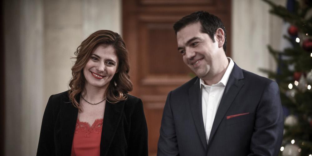 Στην παράσταση «Ξύπνα Βασίλη» ο Αλέξης Τσίπρας μαζί με την Μπέτυ Μπαζιάνα [βίντεο]