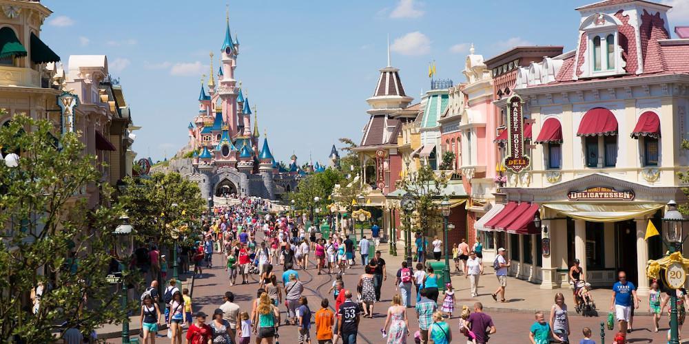 Walt Disney-κορωνοϊός: Μείωση κερδών κατά 1,4 δισ. δολάρια από τη διακοπή λειτουργίας των θεματικών πάρκων