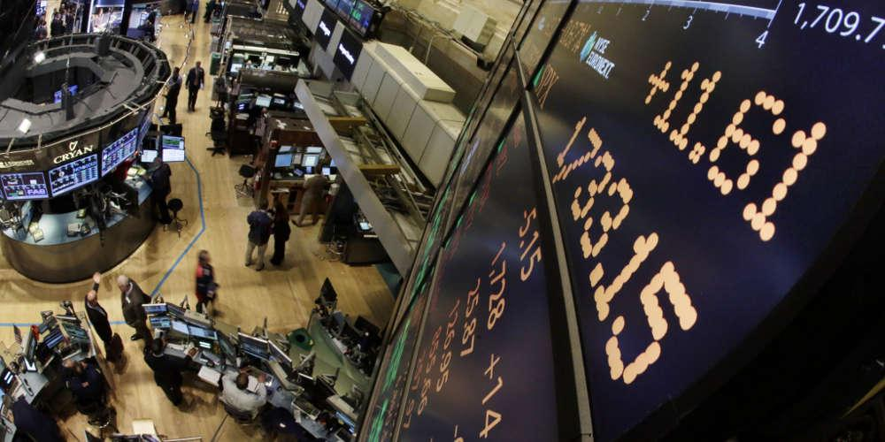«Βουτιά» 400 μονάδων για τον Dow Jones - Αρνητικά κινούνται και τα ευρωπαϊκά χρηματιστήρια