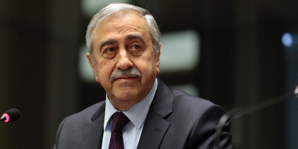 Απείλησε με παραίτηση ο Ακιντζί για τη λύση «χαλαρής ομοσπονδίας» στην Κύπρο