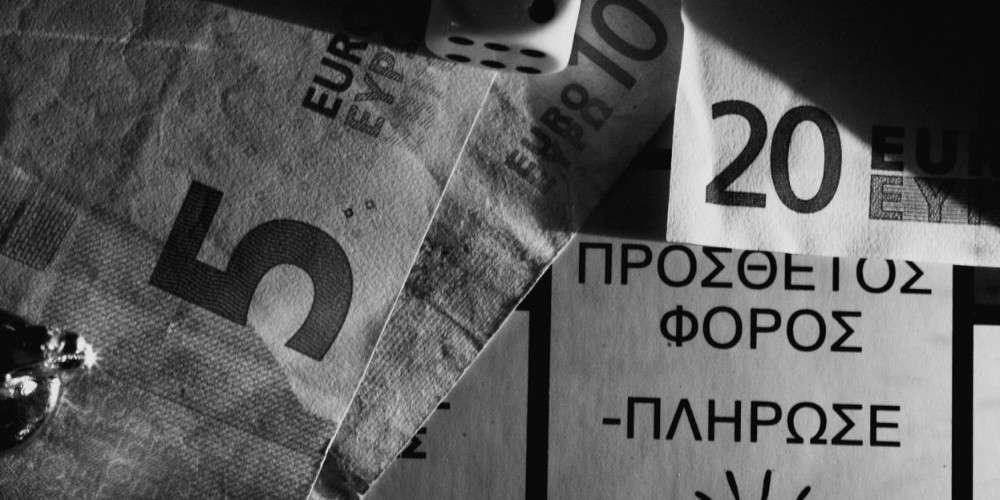 Στη μέγγενη της υπερφορολόγησης η μεσαία τάξη – Ένα στα δύο ευρώ πάνε σε φόρους