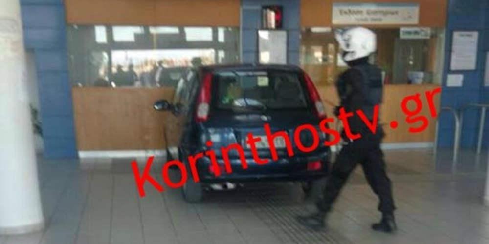 Απίστευτο: Μπήκε με το αυτοκίνητο μέσα στα εκδοτήρια του Προαστιακού! [βίντεο]