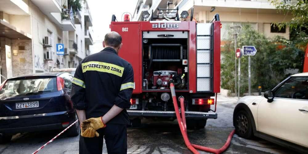 Πυρκαγιά σε πολυκατοικία στην Πάτρα – Απεγκλωβίστηκε αναίσθητος ηλικιωμένος