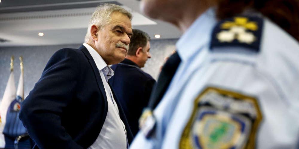 Παρέδωσε ο Τόσκας στον Σκουρλέτη: Η χώρα βίωσε ανείπωτη τραγωδία - Δεν είμαι επαγγελματίας πολιτικός