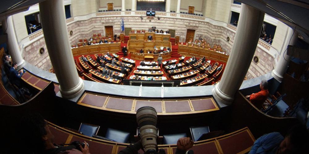 Υπερψηφίστηκε το νομοσχέδιο για τις μειώσεις ασφαλιστικών εισφορών
