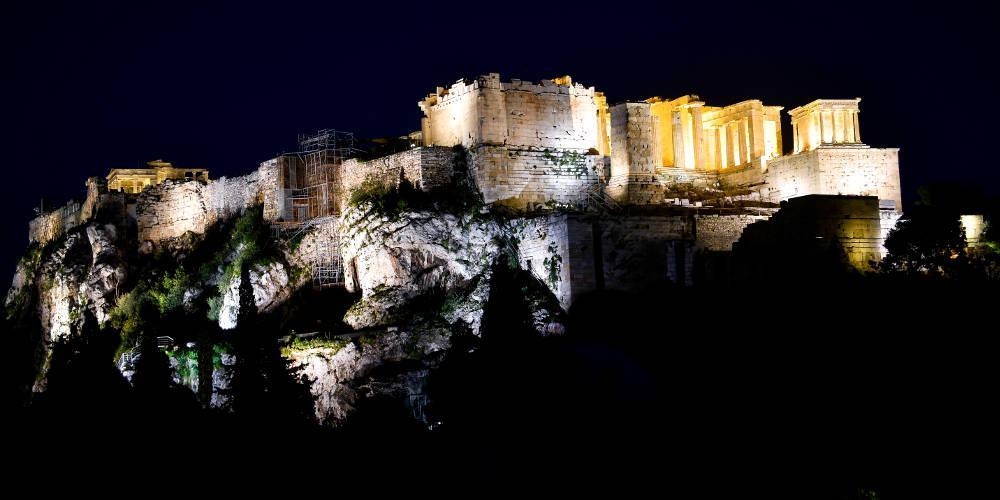 Απίστευτο: Ο Guardian προσφέρει διακοπές στην Ελλάδα της κρίσης
