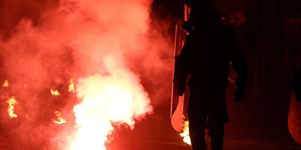 «Πόλεμος» την νύχτα στην Αθήνα - Επιθέσεις σε αυτοκίνητα και τράπεζες