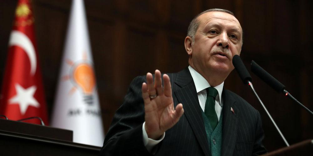 Ο Ερντογάν απειλεί την Ελλάδα και διαλύει τον στρατό του