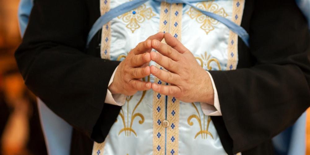 «Με παρενοχλούσε μέσα στην εκκλησία»: Σοκ από τις αποκαλύψεις για τον ιερέα στην Κέρκυρα