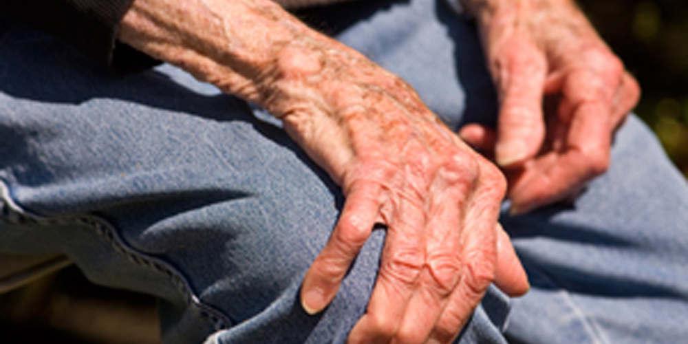 Βρέθηκαν οι κληρονόμοι του 89χρονου που κυκλοφορούσε ρακένδυτος και είχε 1 εκατ. ευρώ στη Χίο