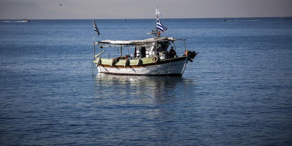 Βίντεο-ντοκουμέντο από την θρασύτατη παρενόχληση του ελληνικού αλιευτικού από τους Τούρκους