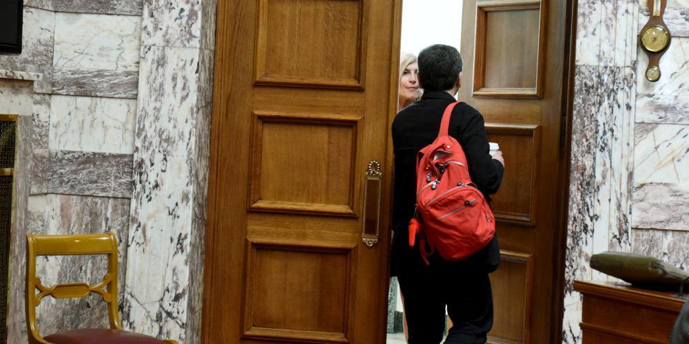 Νυχτερινή σύσκεψη στο γραφείο του Τσακαλώτου - Ποιοι πήγαν, τι συζήτησαν
