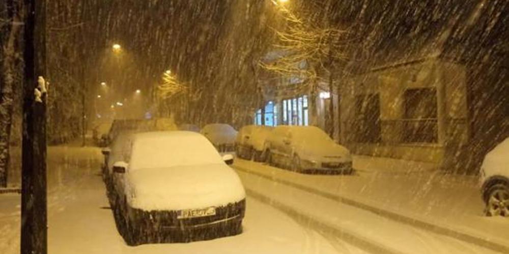Απίστευτες εικόνες: Χιόνισε στην Φλώρινα την ώρα που η Κρήτη έχει 30άρια