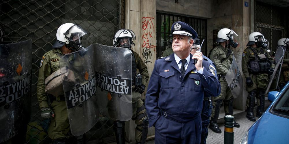 «Κλεφτοπόλεμος» διαδηλωτών με τα ΜΑΤ για τους πλειστηριασμούς σε Αθήνα και Θεσσαλονίκη